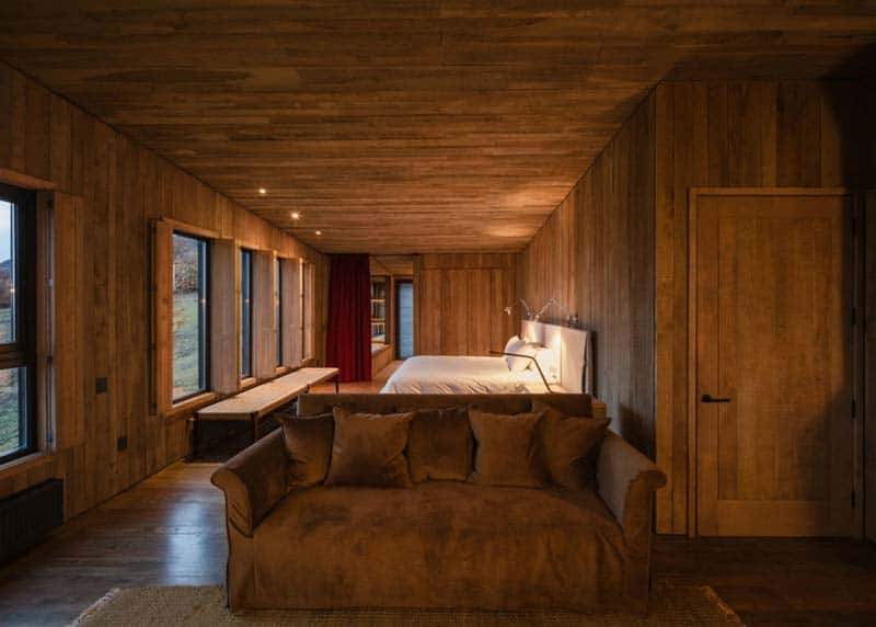 Patagonia minimalist chalets by felipe assadi architects for Wooden hotel design