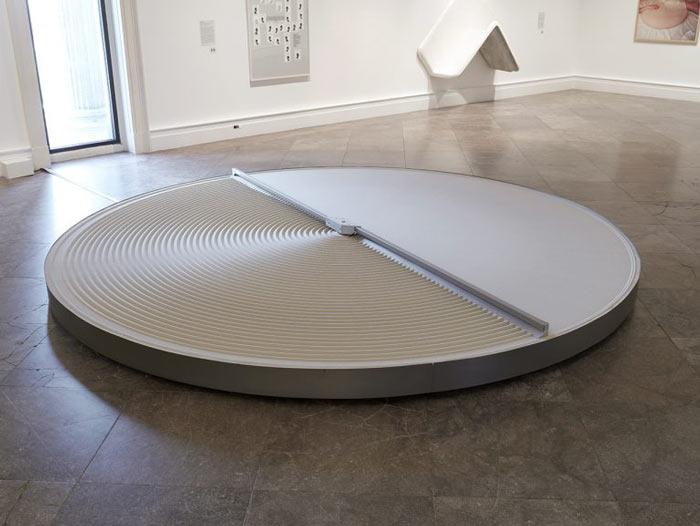 National Gallery Singapore - ArtScience Museum - Minimalism - Space - Light - Object - Mona Hatoum - + and -