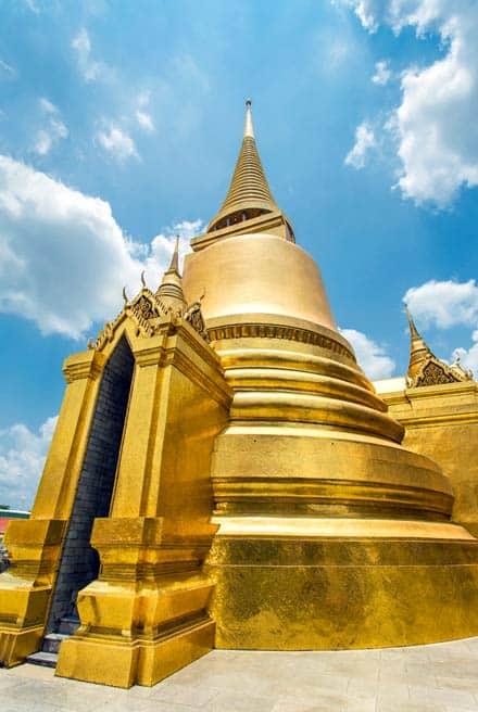 grand palace bangkok golden-stupa wat phra kaew